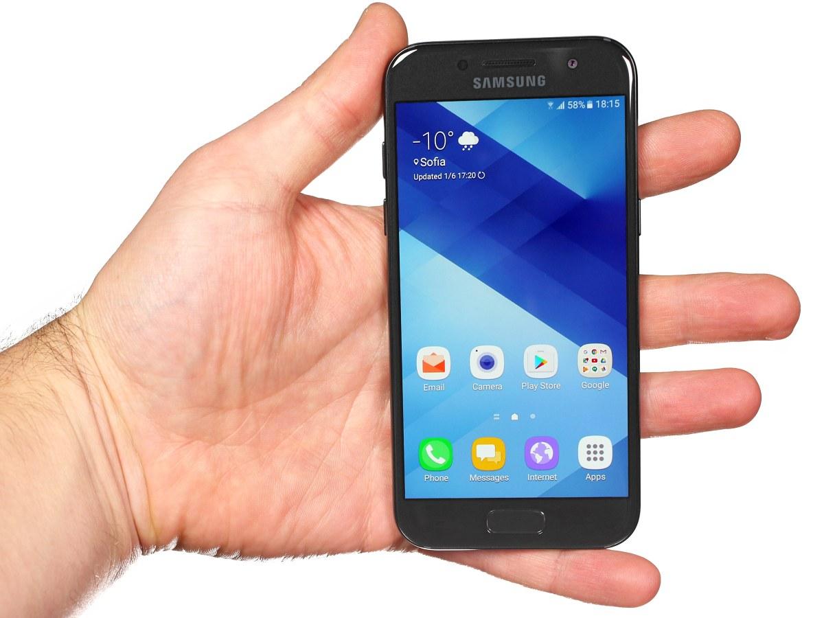 Samsung galaxy A3 2017 - dễ cầm nắm