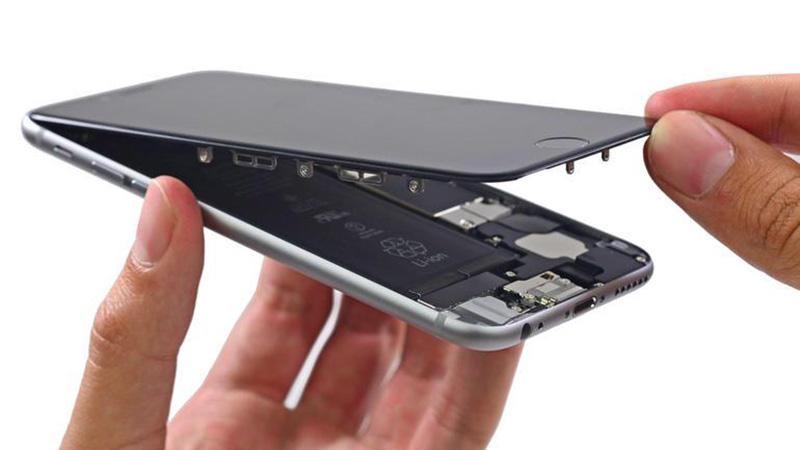 Màn hình là thứ dễ tháo và thay thế nhất trên một chiếc iPhone