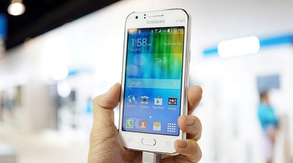 Galaxy J1 giá rẻ, cấu hình tốt, giá 2tr290 tặng kèm sac dự phòng 5000mAh