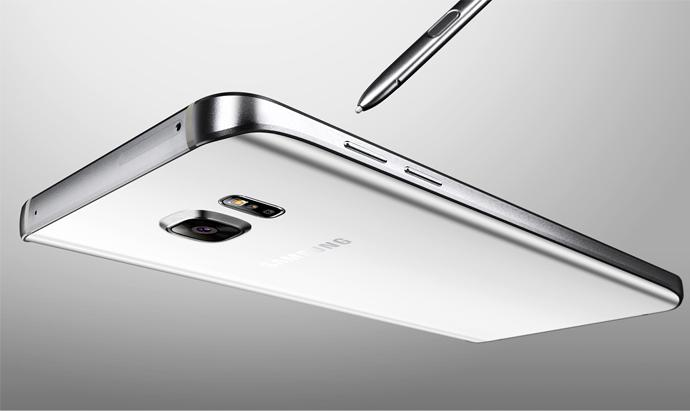 Galaxy Note 5 mang đến cho bạn bộ khung kim loại cứng cáp cùng độ bền ấn tượng, chất liệu vỏ chống xước, chống va đập. Hai mặt kính cường lực tinh tế với mặt lưng cong đều 2 bên