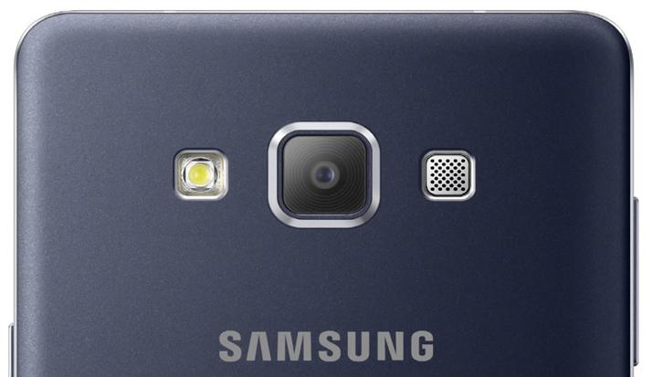 Camera với độ phân giải 13Mp được nâng cấp khẩu độ F/1.9, cho phép thu nhận nhiều ánh sáng hơn. Thêm vào đó công nghệ chống rung quang học giúp nâng cao khả năng chụp ảnh của thiết bị