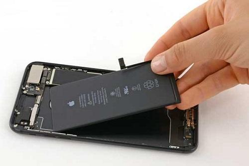 Thay pin iPhone 8, 8 Plus chính hãng